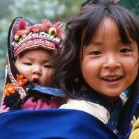 2002-05 China - Yi minderheid - 2 kinderen vierkant_200x200