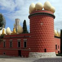 Figueres Museu Dalí buiten nr104-e-200x200- Foto Henk Butink