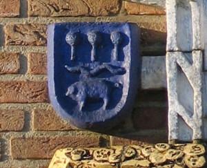 Geveldecoratie voorm Rabobank-Antoon Heijn-detail wapen van Wilnis