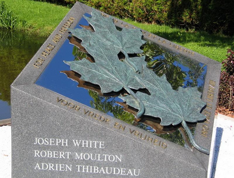 Mon v omgek Canadese Militairen-Edwin Merks 3 -detail met spiegeling