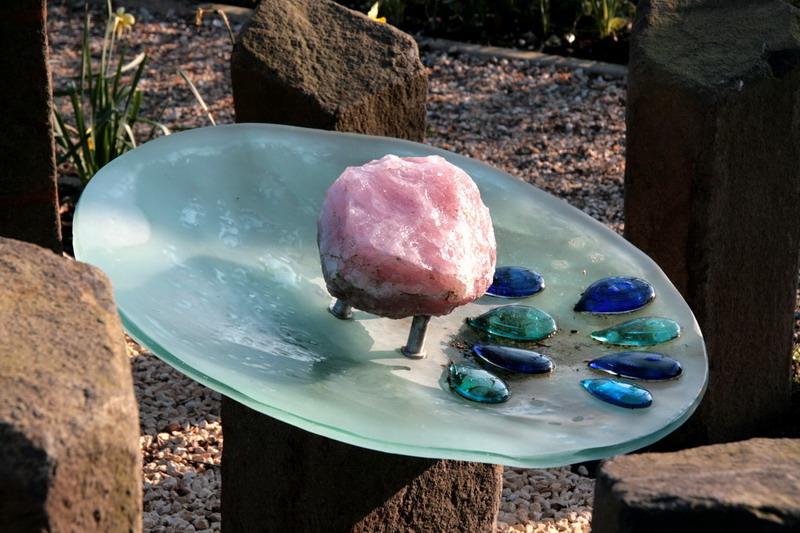 Monument Geen Levenslicht Gezien-Marco Fronik- schaal-steen = baarmoeder-vrucht