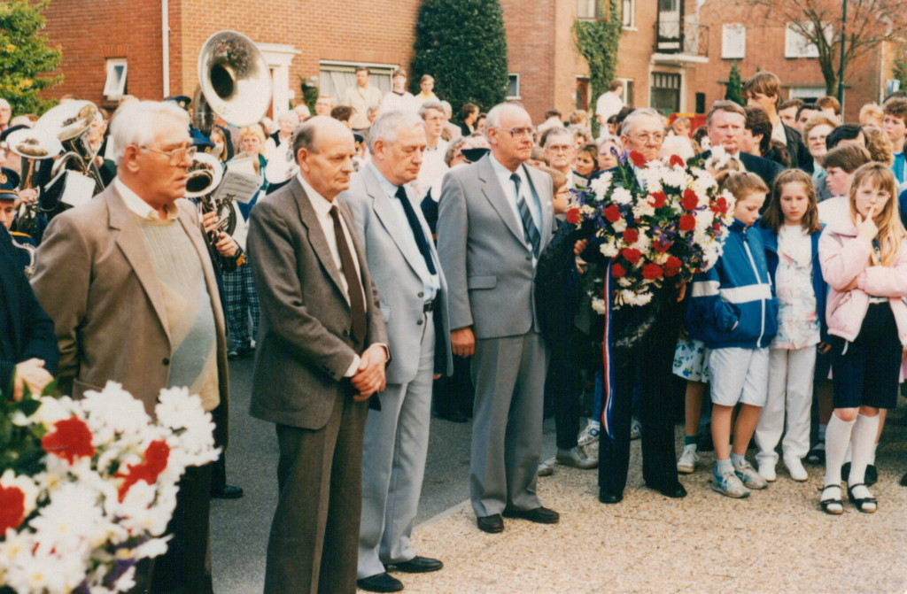 1986-05-04 foto g.reurings - onthulling monument