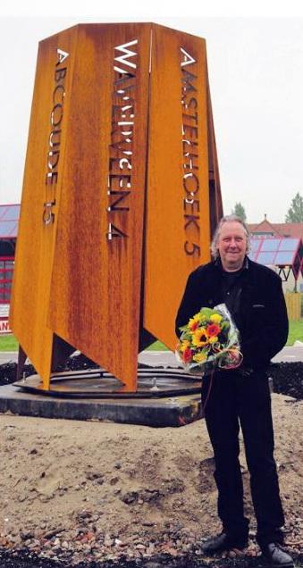 Jan van Schalkwijk bij zijn Verbondeheid van acht kernen-fotograaf onbekend