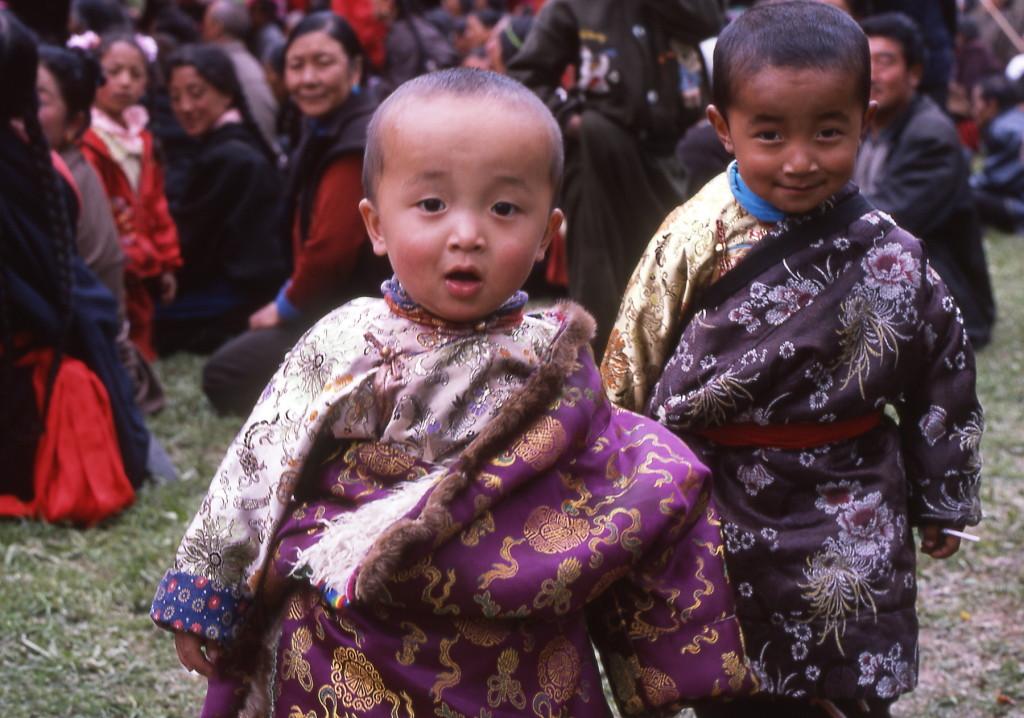 2002_05 China Xiahe kinderpelgrims-1800pix