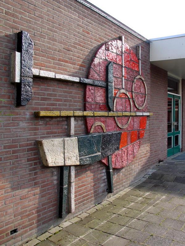 Keramische wanddecoratie 2-Herm Driessen-zijaanzicht met ingang