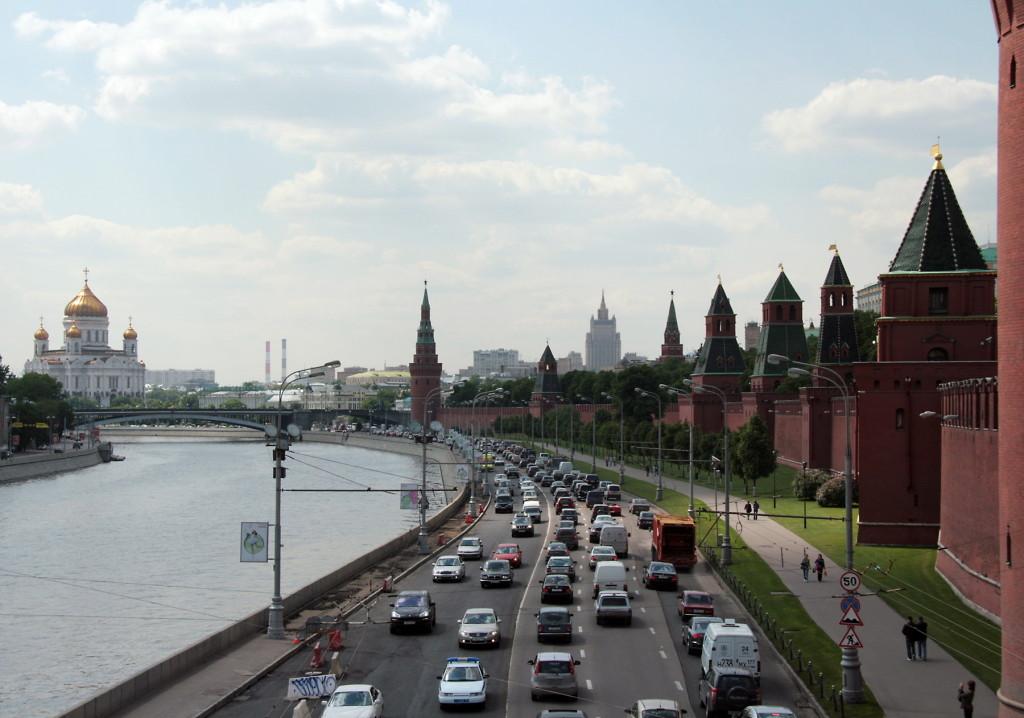 Moskou rivier kerk kremlinmuren-554-1800pix Foto Henk Butink