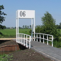 Station 2006-Frank Bezemer 2 -vanaf parkeerplaats begraafplaats-200x200
