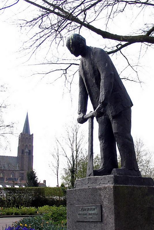 Turfsteker-Pieter de Monchy-zijaanzicht met rk kerk Vinkeveen