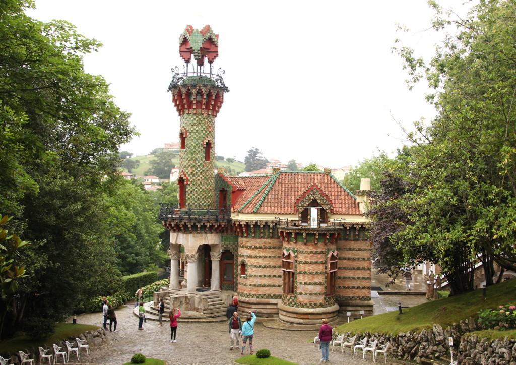 Gaudi Casa El Capricho 168 - 9021 - A4 formaat_resize